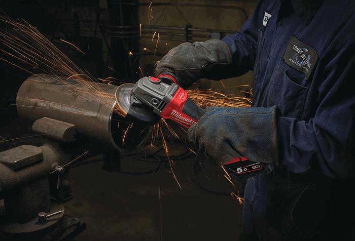Milwaukee M18 FUEL™ lanserer den første batteridrevne vinkelsliper med motorbrems.
