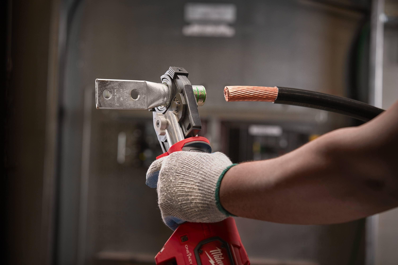 A Milwaukee® krimpelő szerszám a legprecízebb krimpelést biztosítja.