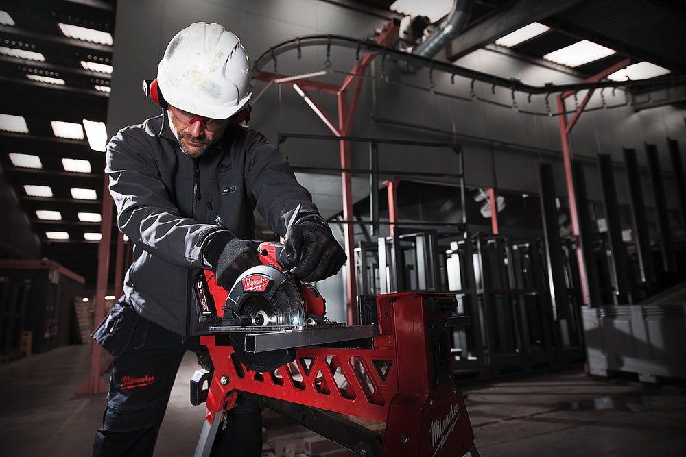 Milwaukee® wprowadza na rynek najszybszą w branży bezprzewodową pilarkę tarczową do metalu